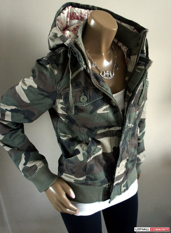 Aritzia TNA Camouflage Canvas Hooded Bomber Coat/Jacket XS