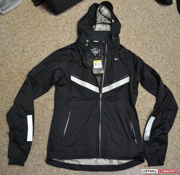 adbee920d0b8 NIKE Vapor Reflective WindRunner Running Jacket  350 Womens S ...