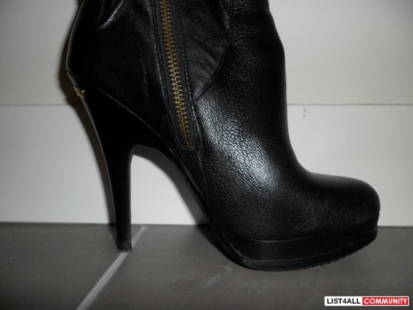 michael kors black leather boots w/gold detailing