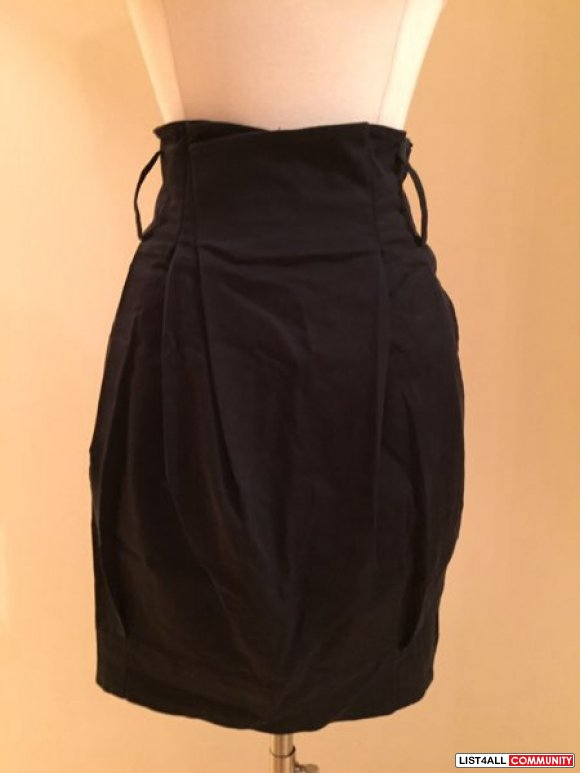 Aritzia - Wilfred black skirt w/ side zipper and pockets