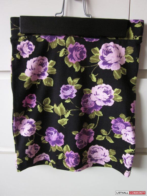 Forever 21 - Floral Bodycon Skirt (Size S)