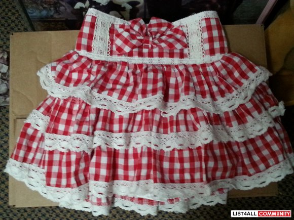 cute red and white plaid skirt from bobon21 xs to small?