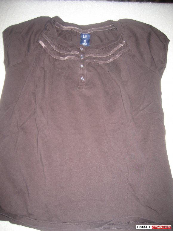 Gap short sleeve brown top - NEVER WORN!  size 8