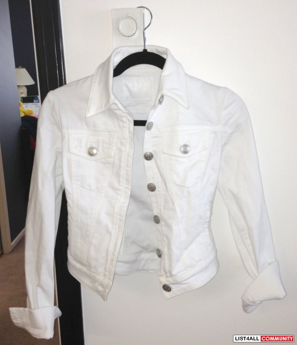 * * Brand New ROCK & REPUBLIC White Denim Jacket! * *