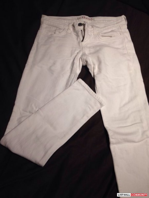 SOLD-Authentic J brand white skinny jeans size 23