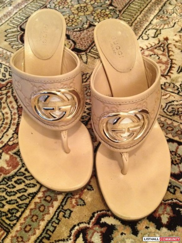 Authentic Gucci beige thong sandal