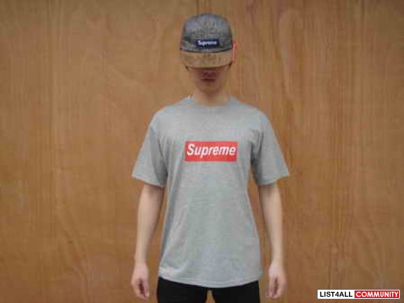 Supreme box logo in size S, M, L
