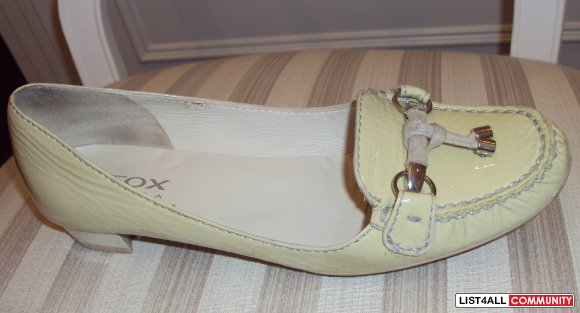 GEOX, IVORY PATENT LEATHER MOCCASINS, SIZE 8.5