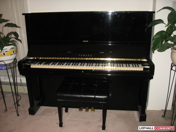 YAMAHA Black Piano