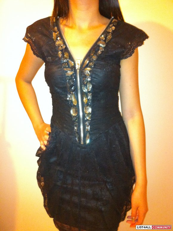 BEBE ADDICTION XS lace and stone dress