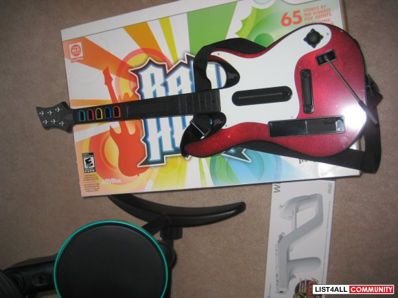 Wii Band Hero (Drum Set, Guitar, Microphone, & Wii Disc)