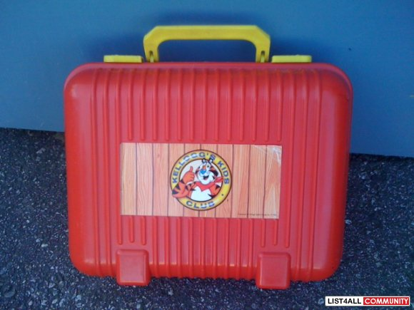 Vintage Tony the Tiger Kids Club suitcase