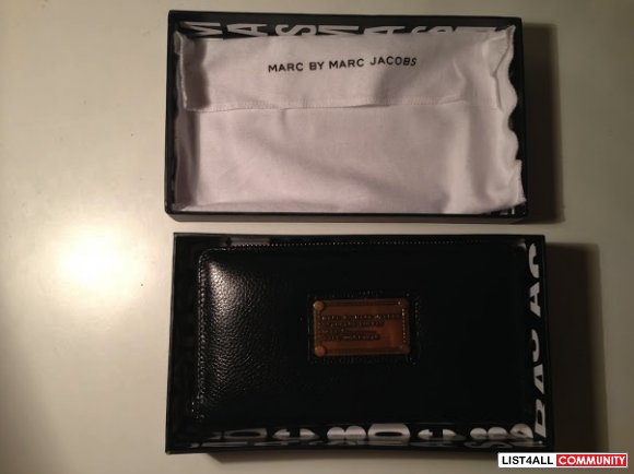 BNWT Authentic MARC BY MARC JACOBS 'Classic Q - Vertical Zippy' Wallet