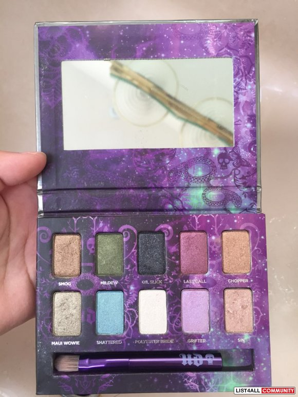 Urban Decay eye shadows box