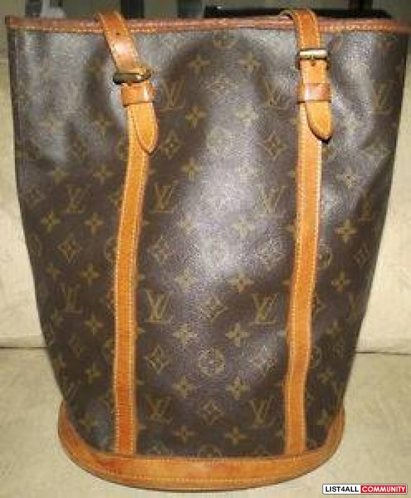 100% Authentic Louis Vuitton Vintage Bucket Bag GM comes with matching