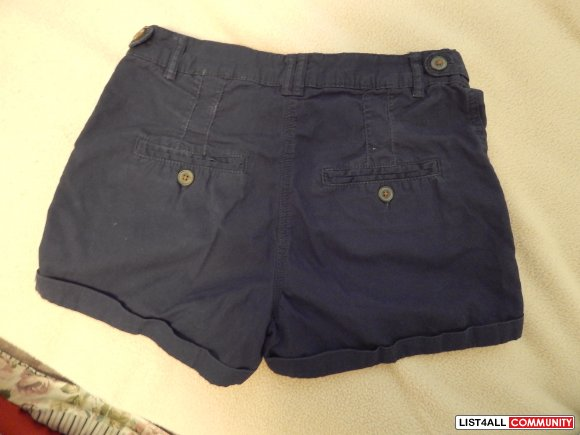 Great condition! H&M high-waisted shorts size 4 - navy blue