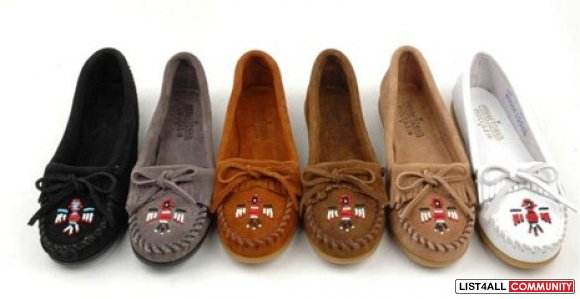 **REDUCED!!** Minnetonka Mocassins - Size:6