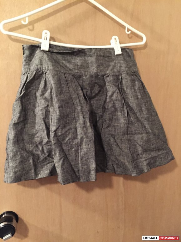 Forever 21 Grey Skirt with Pockets Size Small