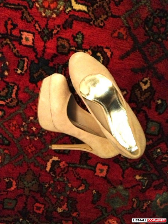 Suede light beige pumps .Bought in Vegas. Size 7/7.5