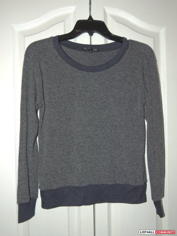 Truly Madly Deeply Urban Outfitters Grey sweater  Size XS (fits S)  $8