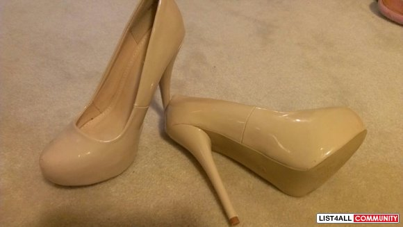 BRAND NEW NUDE HEELS SIZE 7-8