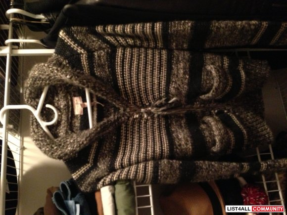 SOLD: Aritzia Wilfred Free Knit Sweater