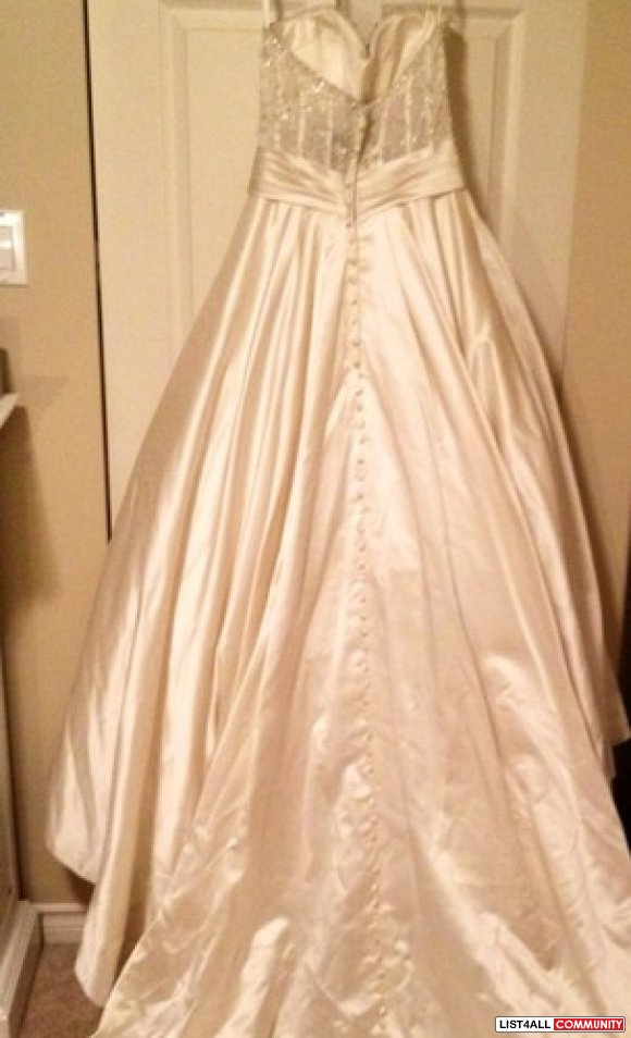 Allure Bridal Wedding Gown Dress Bridal Size 6 Style 8904