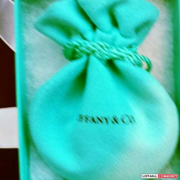 Tiffany &  Co. Authentic Silver heart bracelet brand new 210 OBO orig
