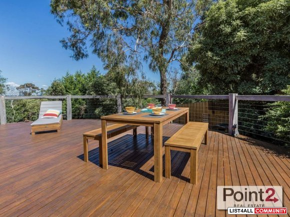 Grand Autumn Open House for sale in Quinns Parade, Mt Eliza