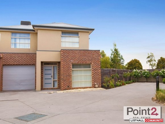 9/16 Honeysuckle Close House for Sale in Pakenham