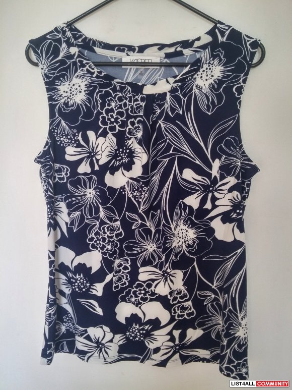 Floral Pleated-Front Sleeveless Top M