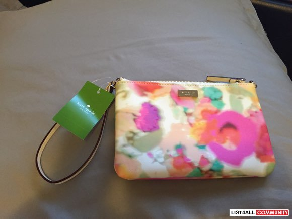 BNWT Authentic Kate Spade Wristlet. regular $90US+tax