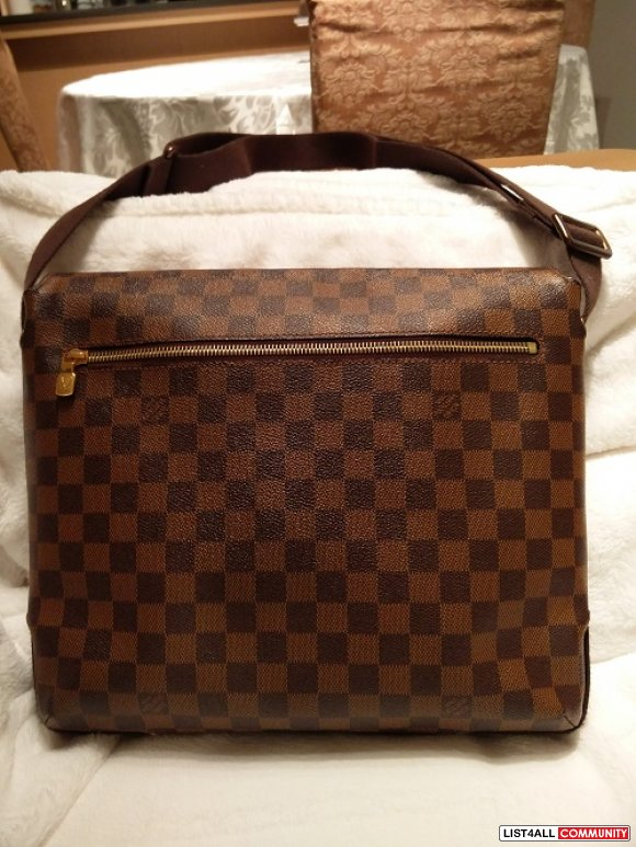 AUTHENTIC! Louis Vuitton Brooklyn MM in Damier Ebene!