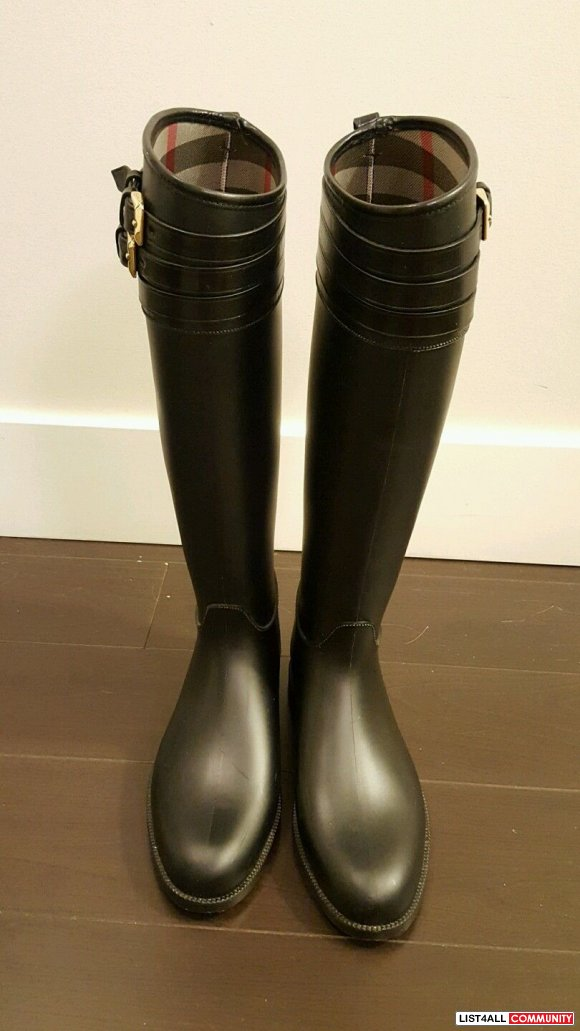 Authentic Pristine Condition Burberry Equestrian Rainboots