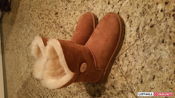 Brand new UGGS, size 6 Bailey medium