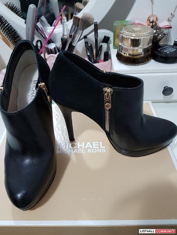 MK BLACK LEATHER/SUEDE ANKLE BOOTS