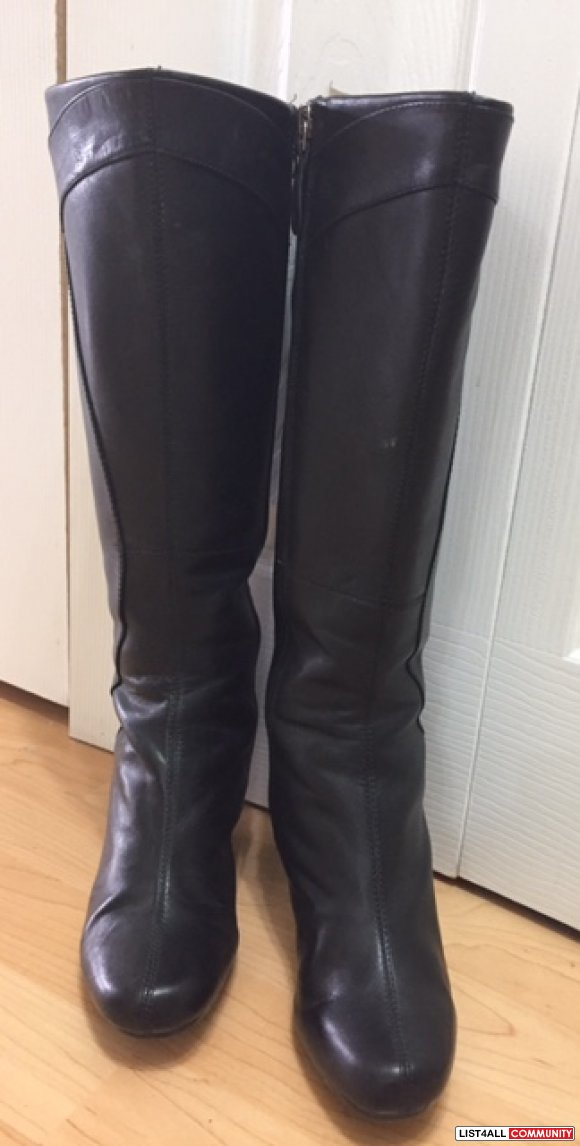 Clarks woman leather boots- size 6 - $35