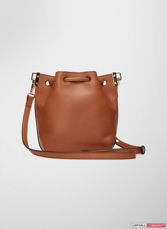 ARITIZIA MINI MANDER BUCKET BAG!