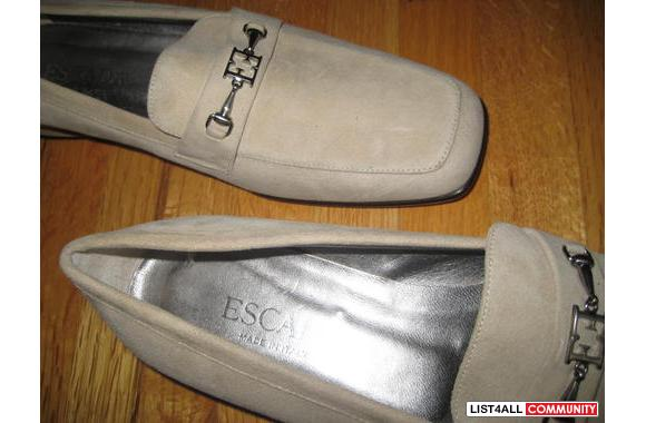 Escada Beige Loafers.