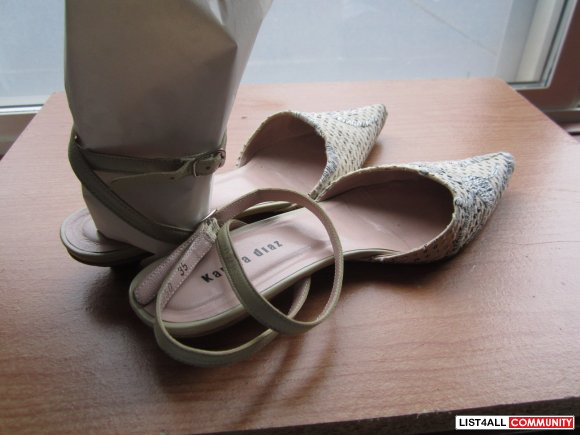 Flat with kitty heels, size 4.5, from Hong Kong Le Saunder