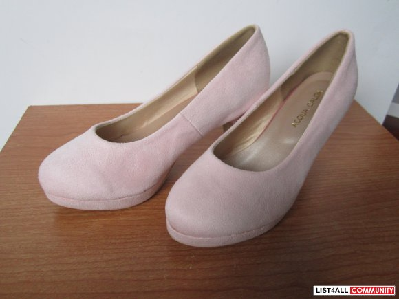 Brand new, pink suede pump.  Japanese size 22, (like size 4.5)