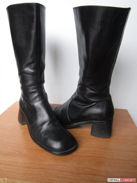 Black leather boot from Italy, Europe size 35.