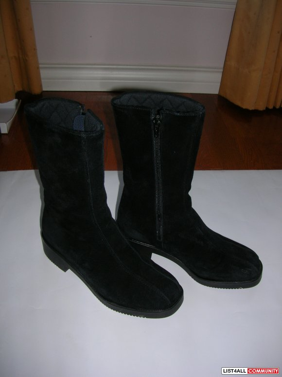 Black suede Hush Puppies boot, size 5.