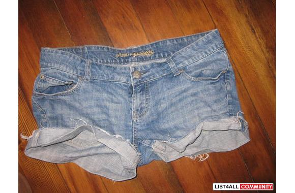 American Eagle destroyed denim shortsSize 10