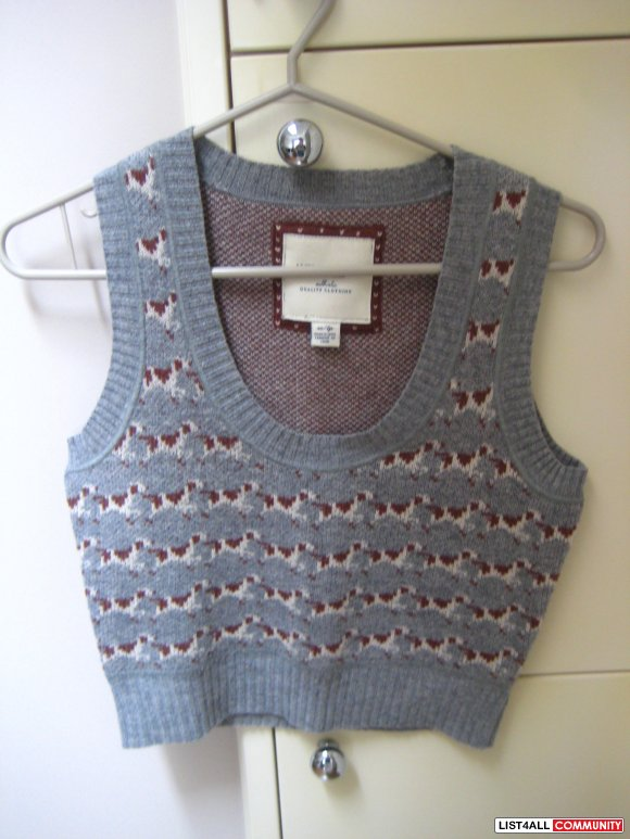 Brand New AE Grey Knitted Patterned Vest