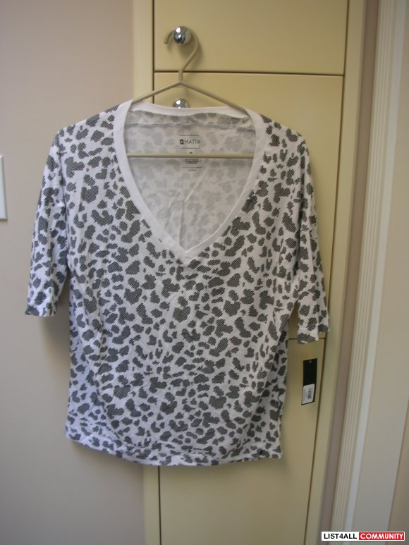 Brand New Cheetah Tooth Patterned White V-Neck Tee