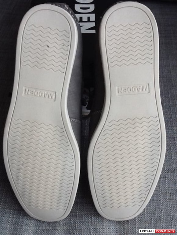 Steve Madden Men's Loafers - size 9 (BRAND NEW)