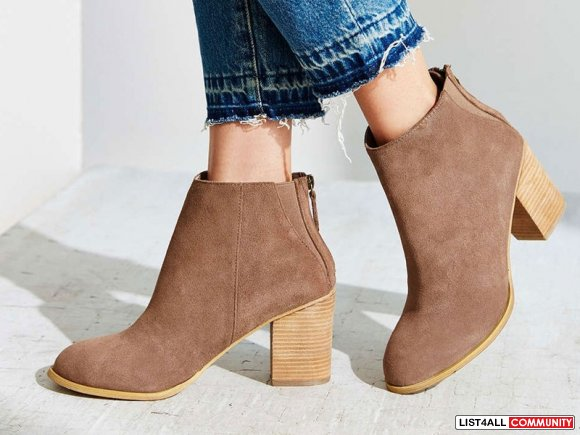 Urban Outfitters Ecote Short Suede Boot - 7 (Retail $89) WORN ONCE