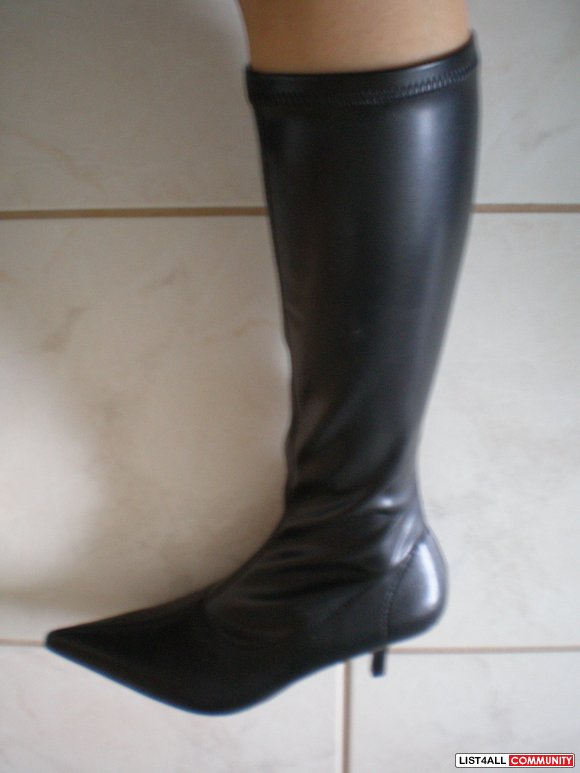 BNWT BLACK SPRING BOOTS. size 36.