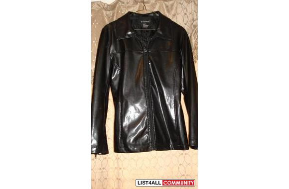 Le Chateau  Black Leather-like material CoatIt&rsq